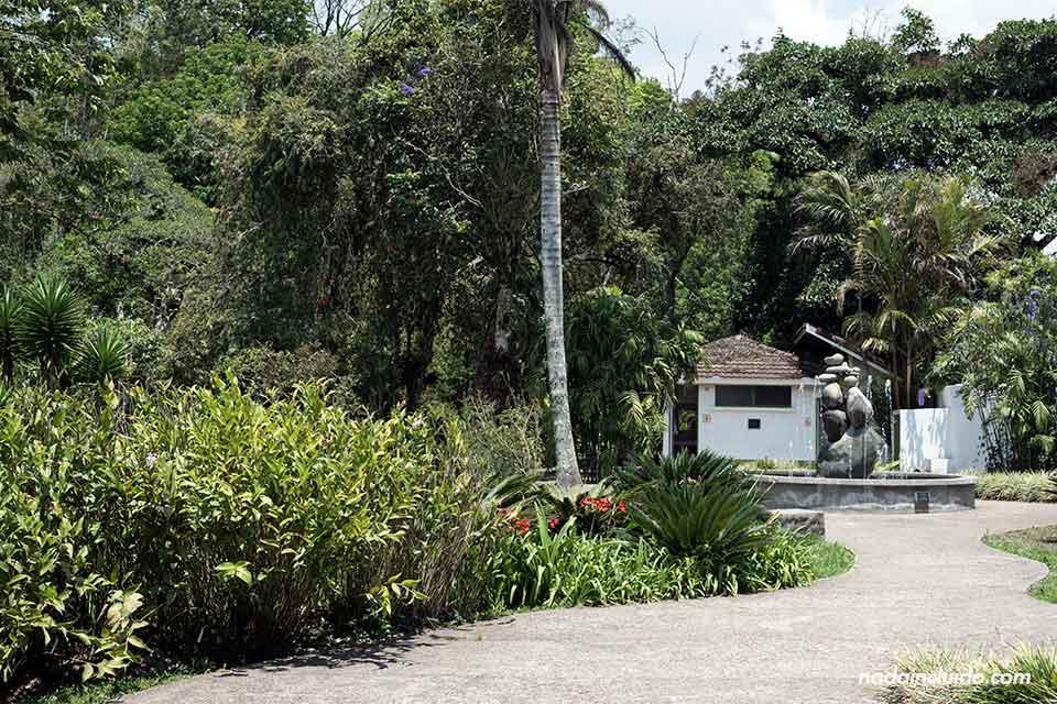 Fuente a la entrada del Jardín Botánico Lankester (Cartago, Costa Rica)