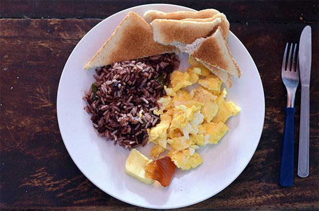 Desayuno en Hostal Colibrí, León (Nicaragua)