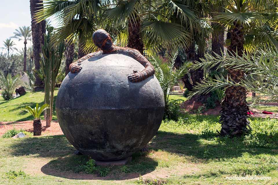 Estatua en los jardines de Koutubia, Marrakech (Marruecos)