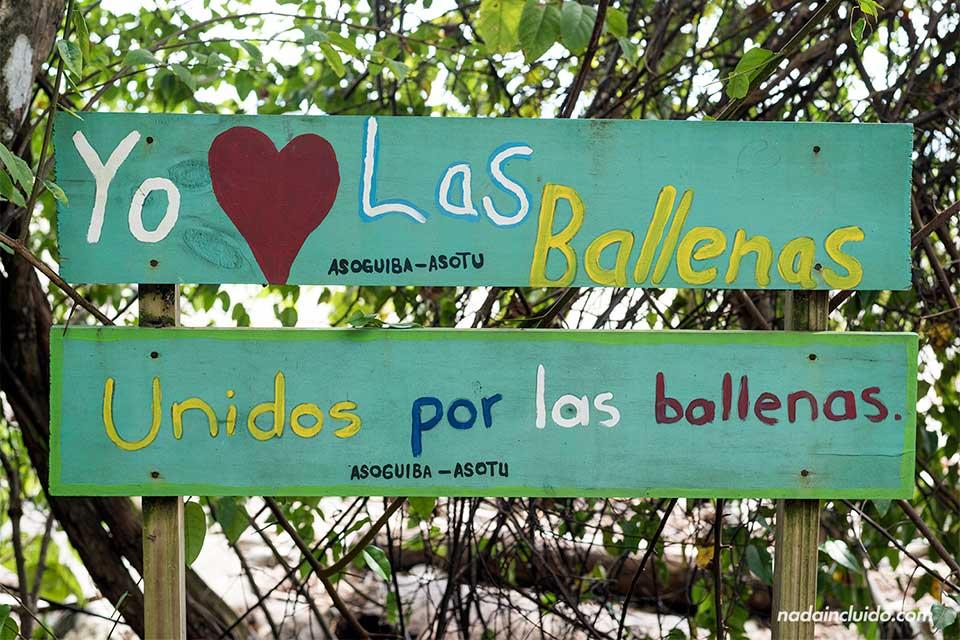 """Cartel """"Yo amo a las ballenas"""" en el Parque Nacional Marino Ballena (Uvita, Costa Rica)"""