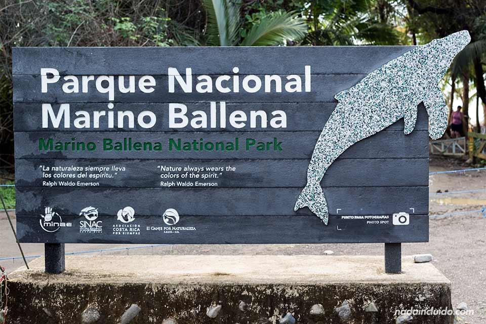 Cartel en la entrada al Parque Nacional Marino Ballena (Uvita, Costa Rica)