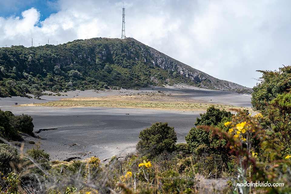 El volcán Irazú es uno de los parques nacional de Costa Rica