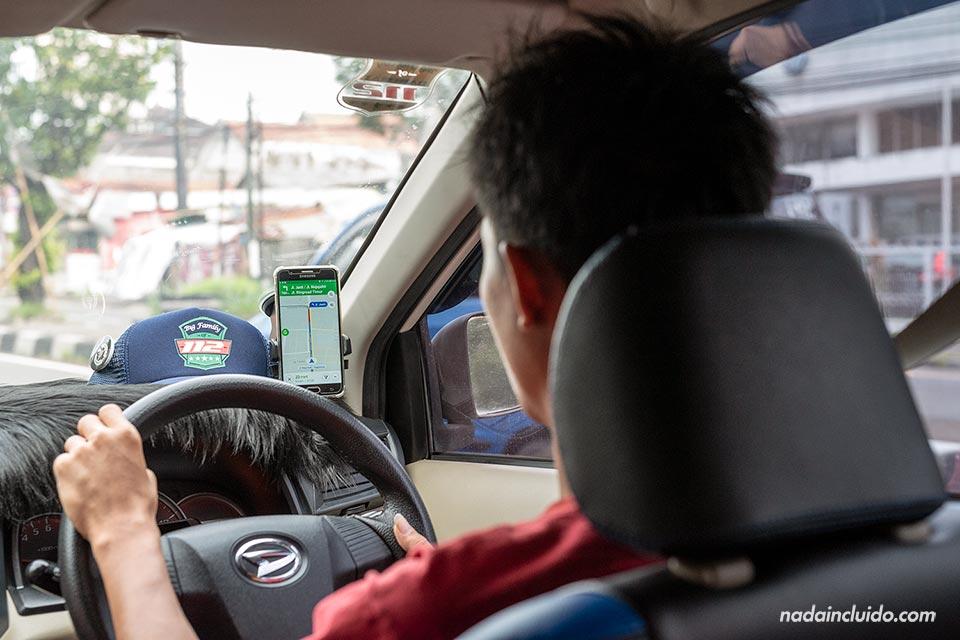 Usando Grab para movernos en Yogyakarta (Java, Indonesia)