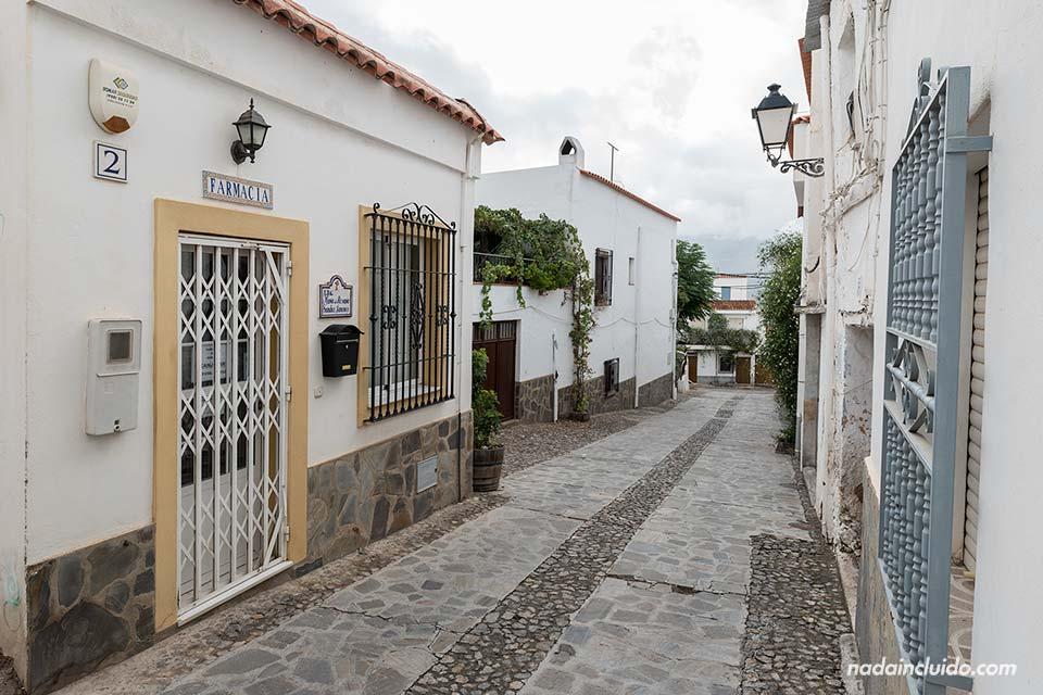 Farmacia en las calles de Almócita (Almería)