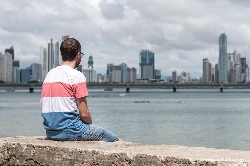 Viendo la Cinta Costera de ciudad de Panamá
