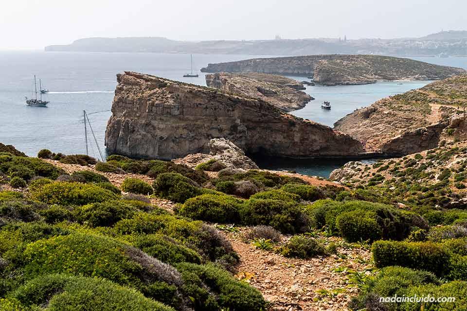 Vistas de la isla de Comino desde lo alto (Malta)