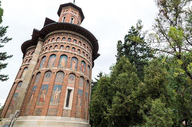 Fachada de la Iglesia Sfantul Nicolae Domnesc, en Iasi (Rumanía)