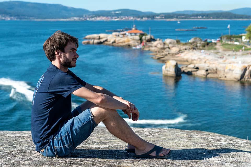 Con vistas del faro Punta Cabalo en illa de Arousa (Galicia)
