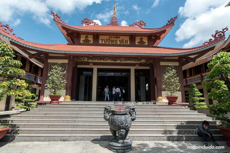 Pagoda Tuong Van, junto a Ho Chi Minh (Vietnam)