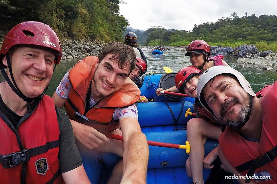Haciendo Rafting en el Río Pacuare (Costa Rica)