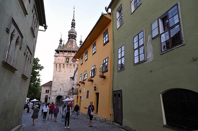 Torre del reloj en la ciudadela de Sighisoara (Rumanía)