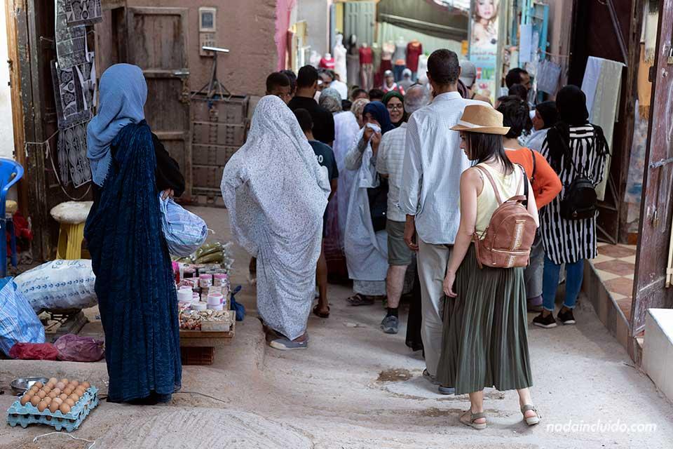 Paseando por el mercado de la ciudad de Tinghir (Marruecos)