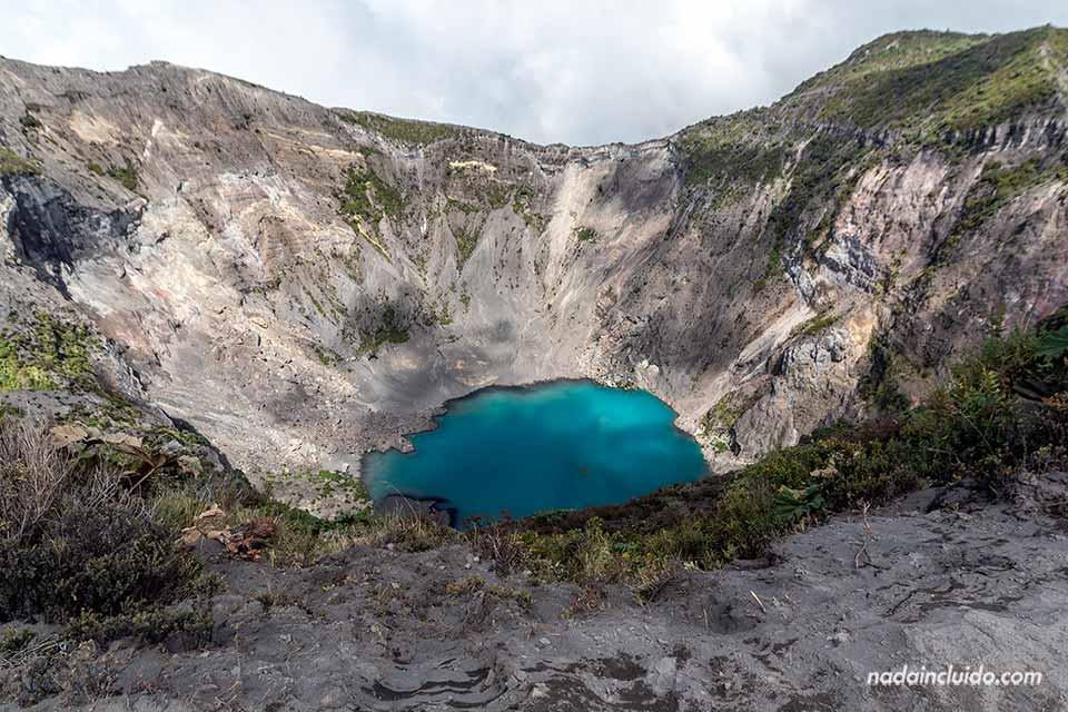 Lago en el cráter principal del volcán Irazú (Costa Rica)