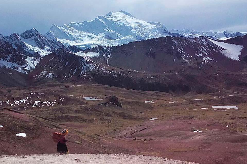 Nieve junto a la montaña de los 7 colores (Perú)