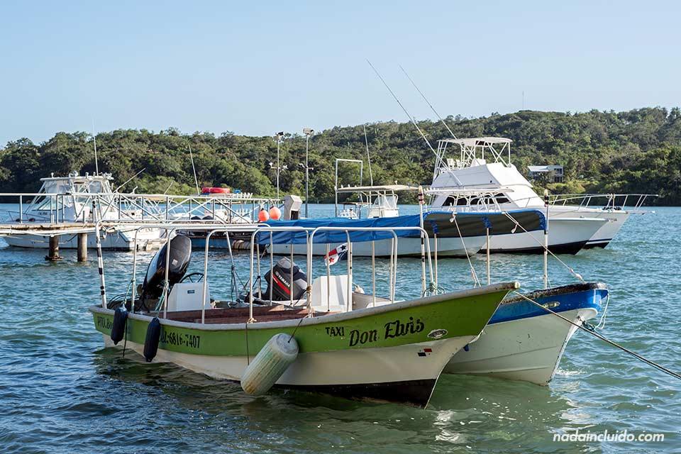 Puerto de Boca Chica, lugar de salida de las barcas para visitar el parque nacional marino golfo de Chiriqui (Panamá)