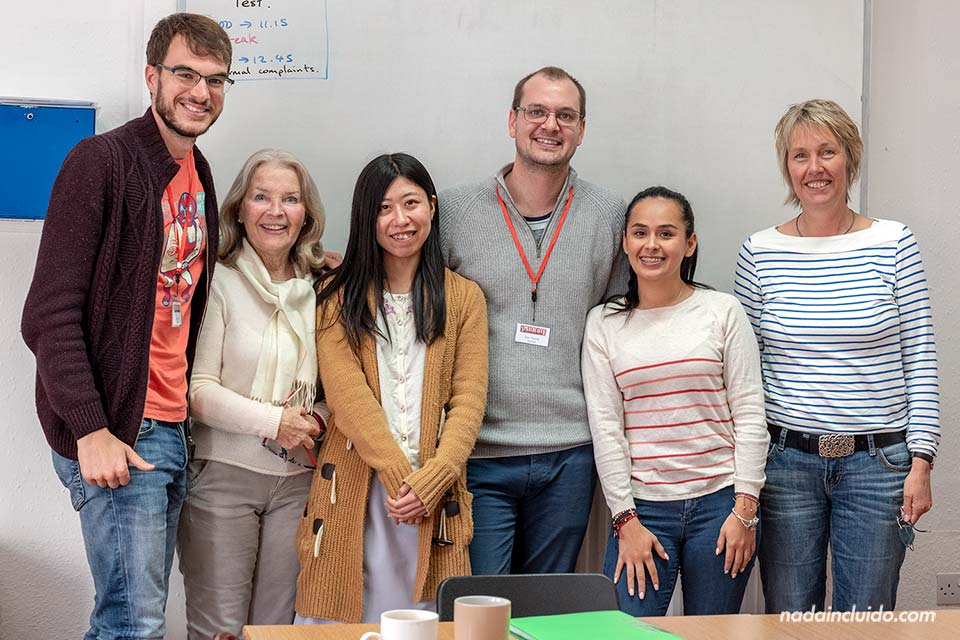 Con el profesor y mis compañeros de las clases de inglés de Brighton en Sprachcaffe (Inglaterra)