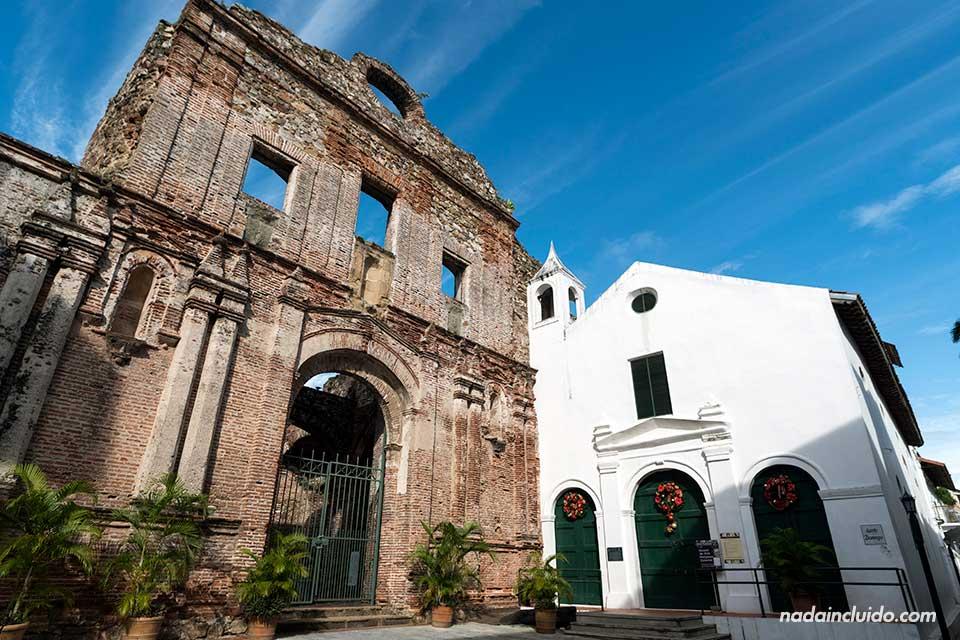 Fachada de la Iglesia de Santo Domingo en el casco antiguo de la ciudad de Panamá