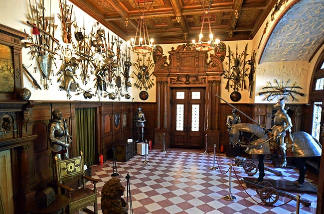 Sala de armas en el Castillo de Peles (Rumanía)