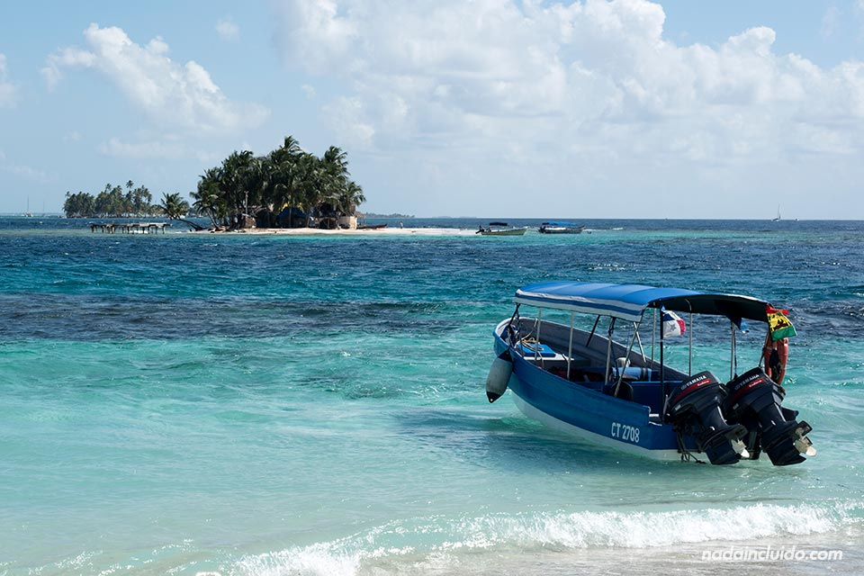 Taxi botes en el archipiélago de San Blas (Panamá)
