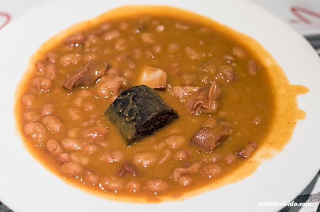 Pochas en el restaurante El Marquesito, Santo Domingo de la Calzada (Rioja, España)