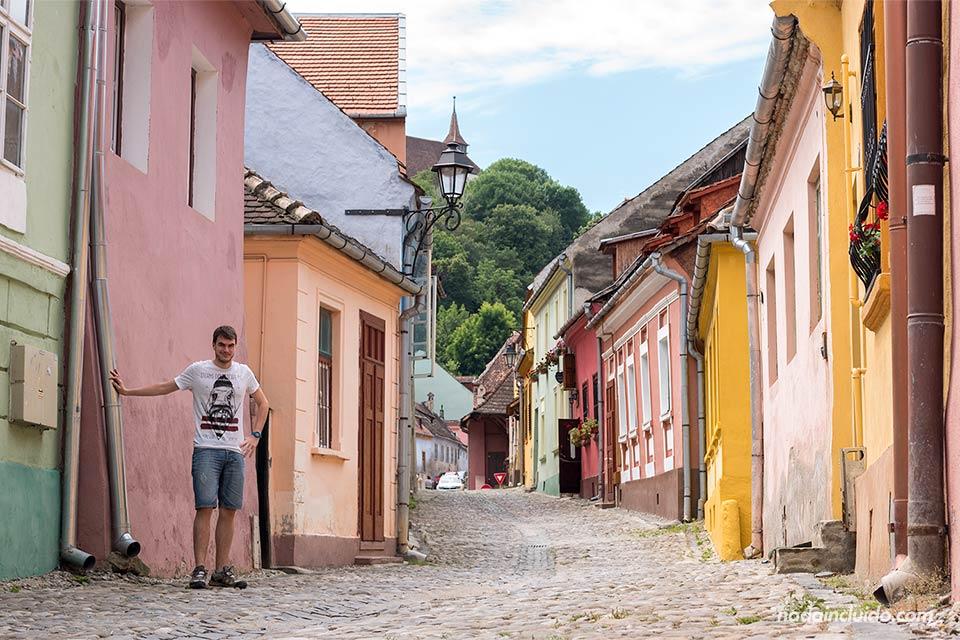 Calle del casco histórico de Sighisoara (Rumanía)