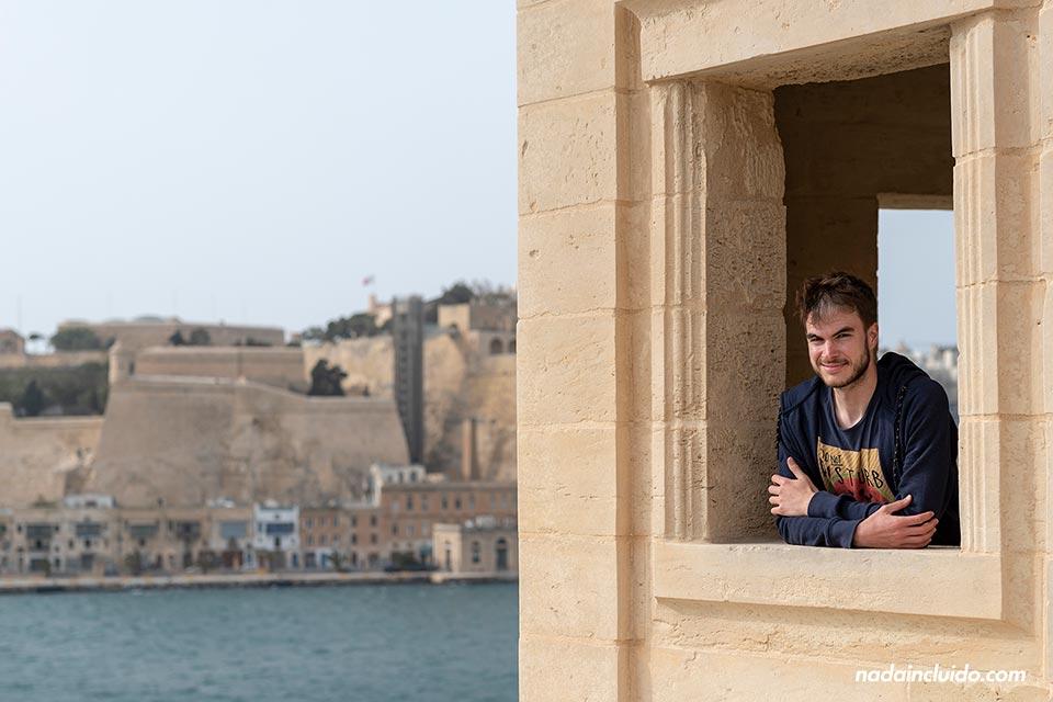 En un mirador de los los jardines Gardjola de Senglea, una de las Three Cities de Malta