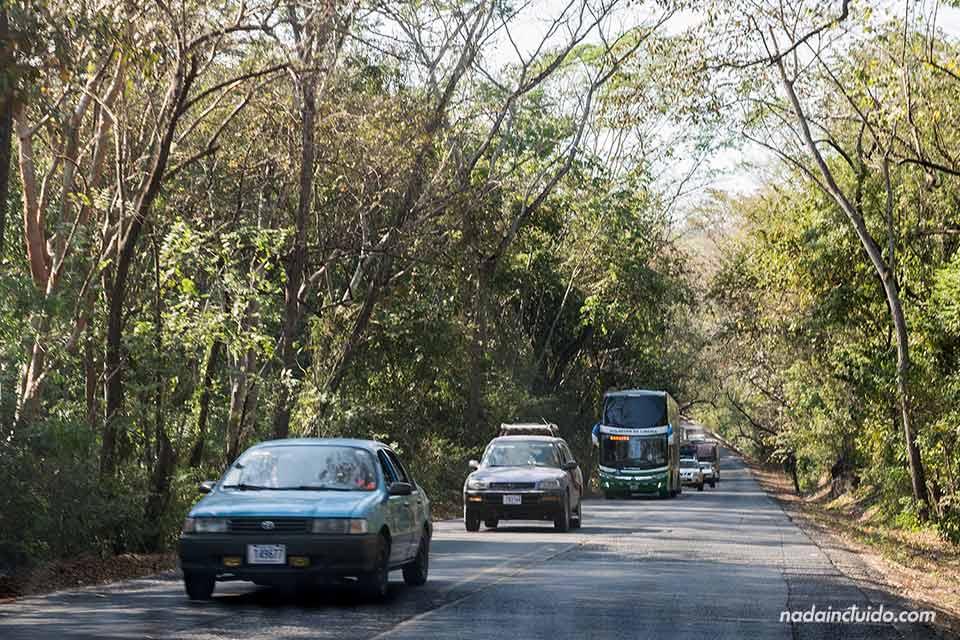 Tráfico en la carretera a Guanacaste (Costa Rica)