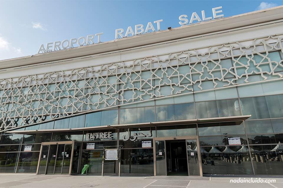Fachada del aeropuerto de Rabat (Marruecos)