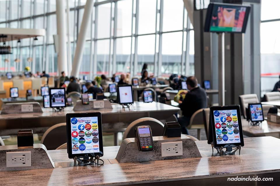 Tablets para todos en el Aeropuerto de Toronto (Canadá)