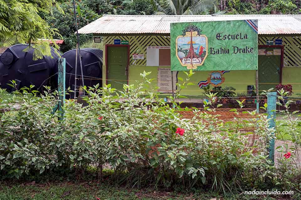 Escuela de Bahía Drake en el pueblo de Agujitas de Drake (Costa Rica)
