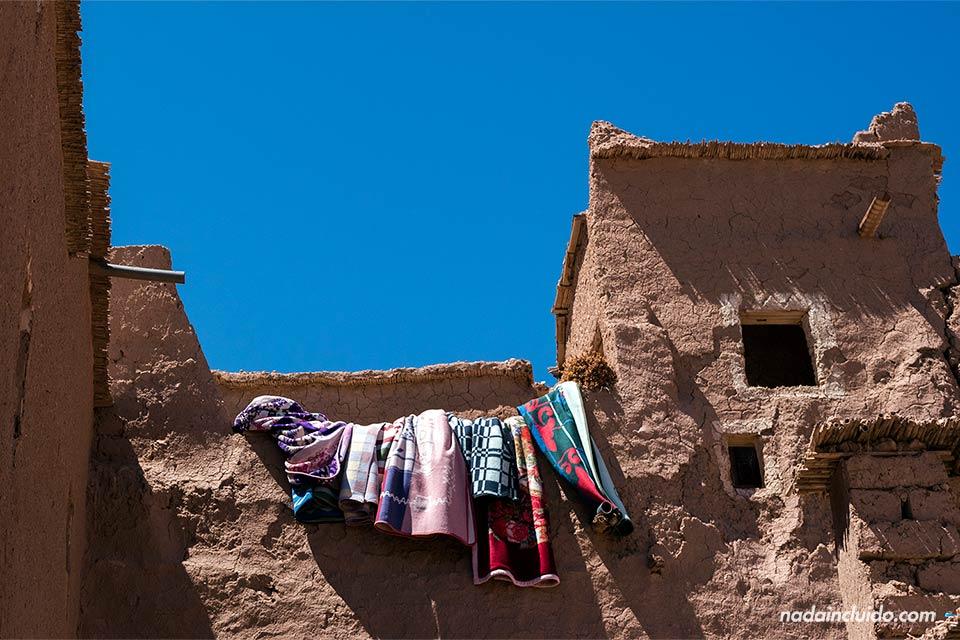 Ropa tendida en el Kasbah de Ait Ben Haddou (Marruecos)