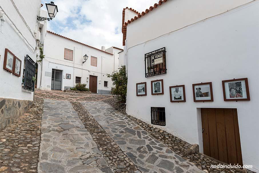 Exposición fotográfica en las calles de Almócita (Almería)