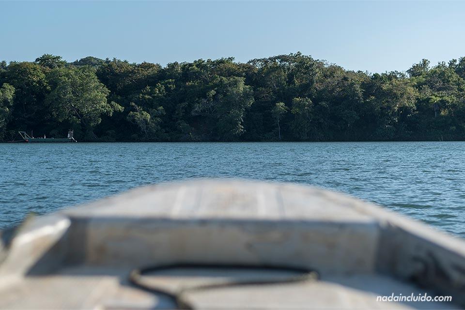 Yendo en barco a Boca Brava, una de las islas del parque nacional marino golfo de Chiriqui (Panamá)