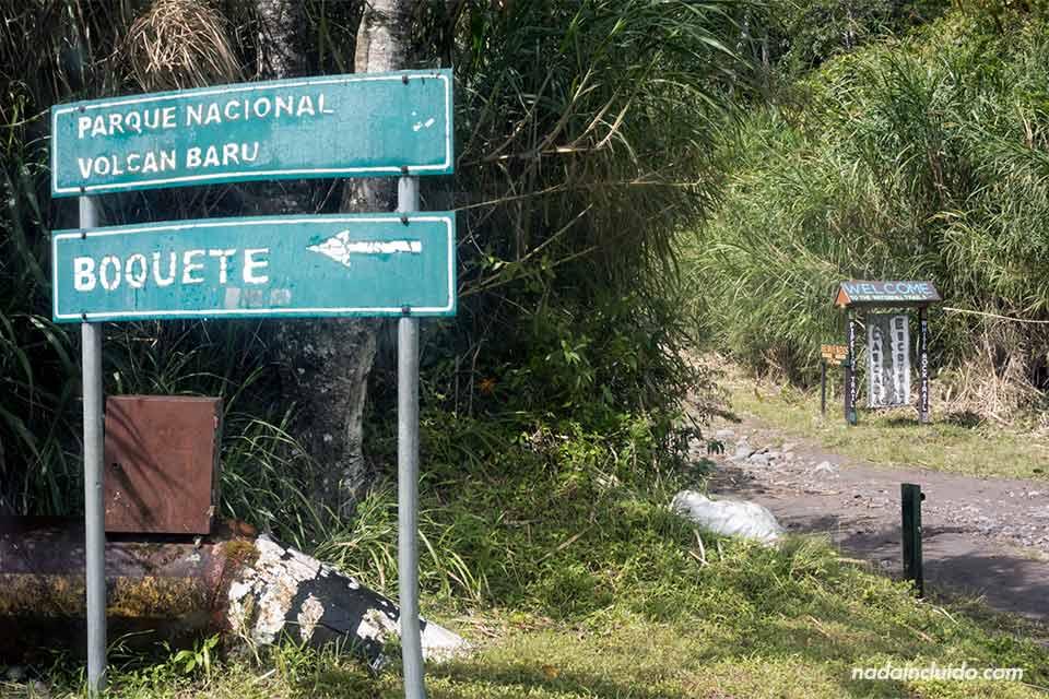 Cartel junto a la entrada del Parque nacional volcán Barú, en Boquete (Panamá)