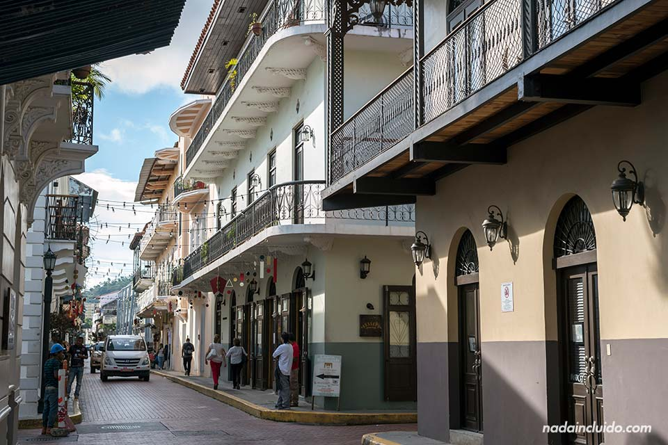 Tráfico en una de las calles del casco antiguo de ciudad de Panamá