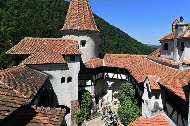 Patio interior en el Castillo de Bran (Rumanía)