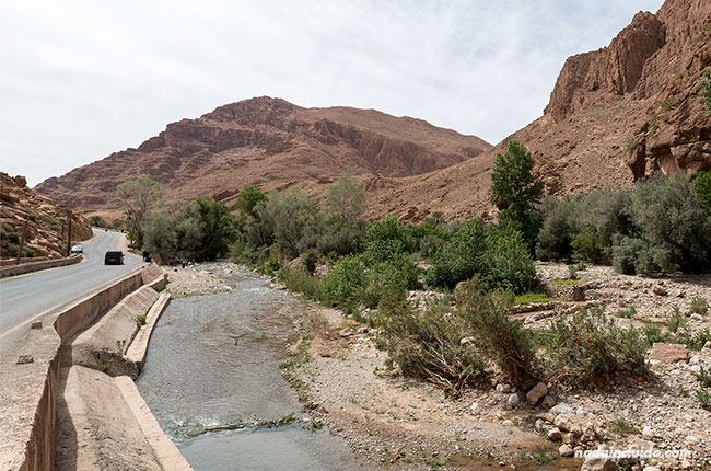 Carretera junto a la garganta de Todra (Marruecos)