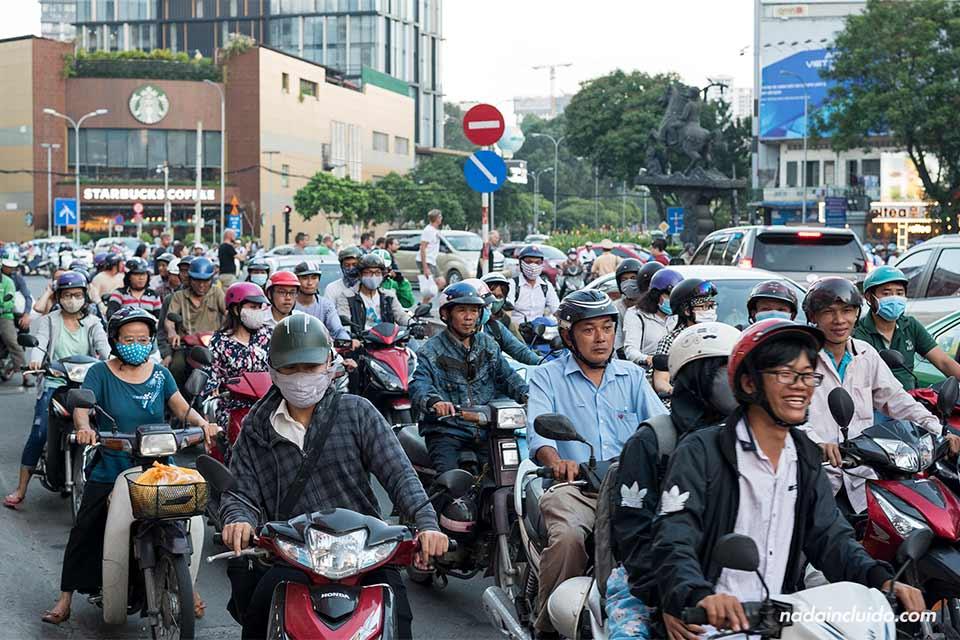 Tráfico de motos en Ho Chi Minh (Vietnam)