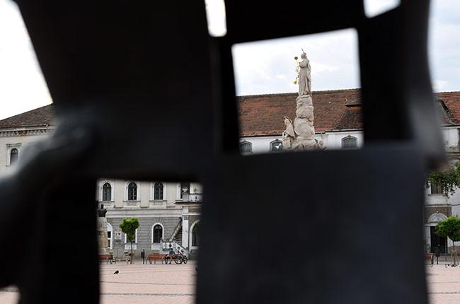 Estatua en la Piata Libertatii, Timisoara (Rumanía)
