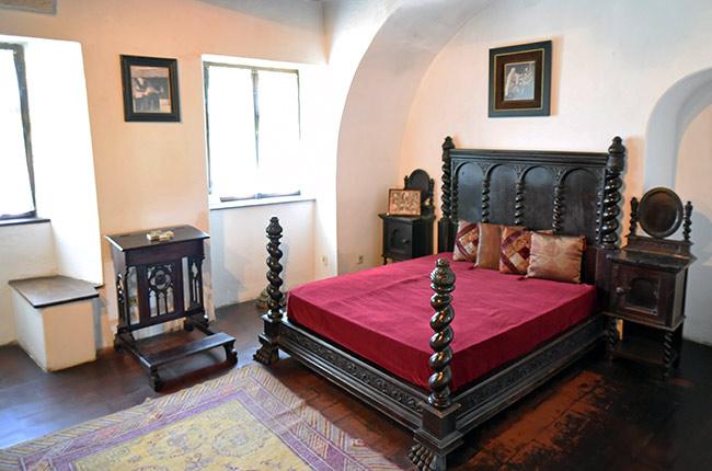 Dormitorio en el Castillo de Bran (Rumanía)
