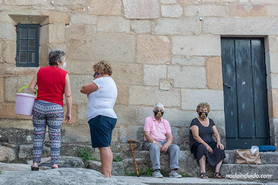 Vecinos de Combarro (Galicia, España)