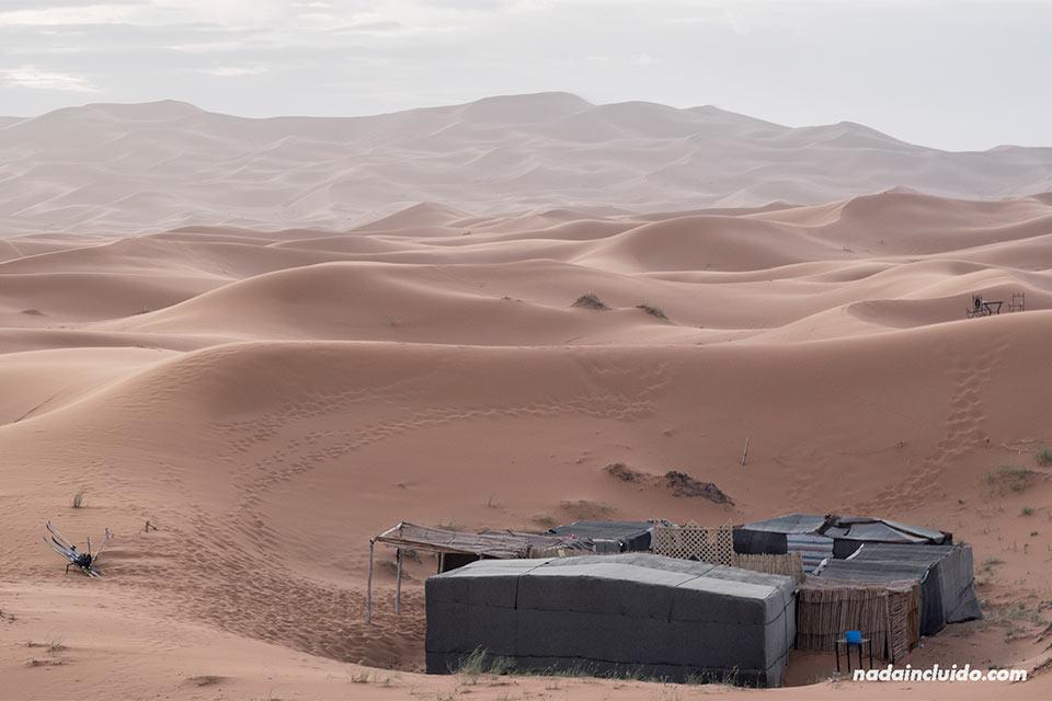 Jaima en el desierto del Sáhara (Marruecos)
