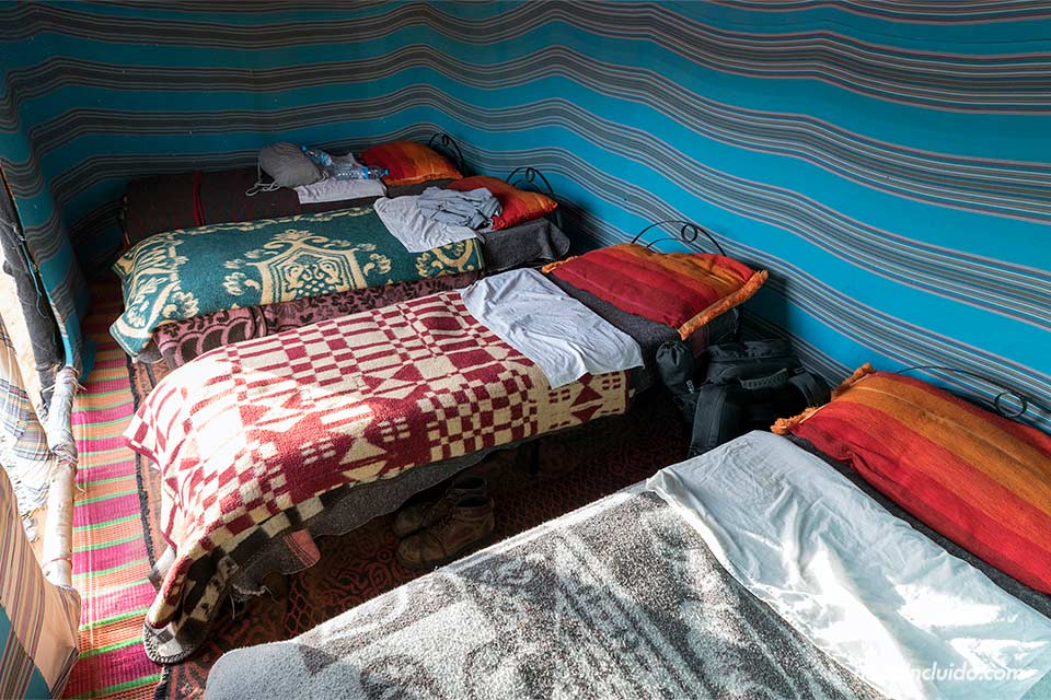 Nuestra habitación en una jaima en el desierto del Sáhara (Marruecos)