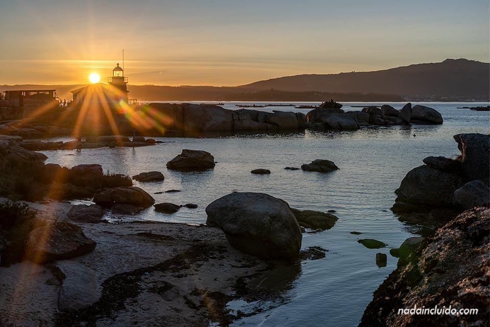 Atardecer en el faro Punta Cabalo de illa de Arousa (Galicia)