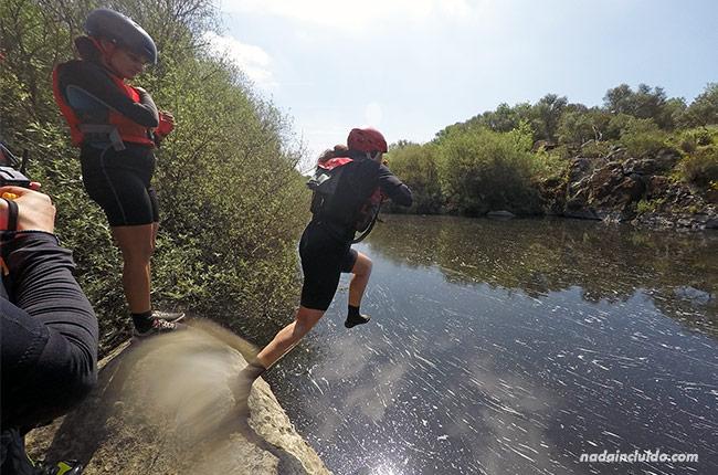 Saltando al río Seda con la empresa Azenhas da Seda (Alentejo, Portugal)