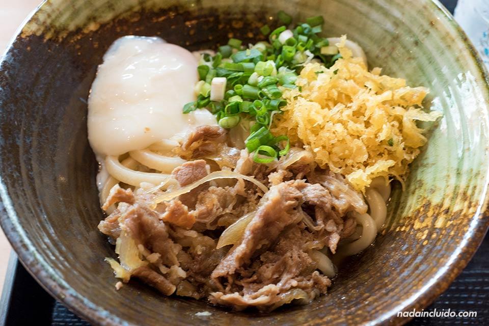 Comida asiática en Ho Chi Minh (Vietnam)