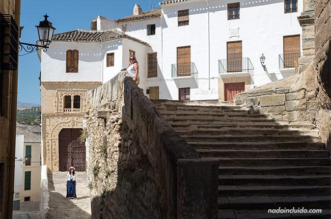 Blogueras junto a la casa de la Inquisición en Alhama de Granada