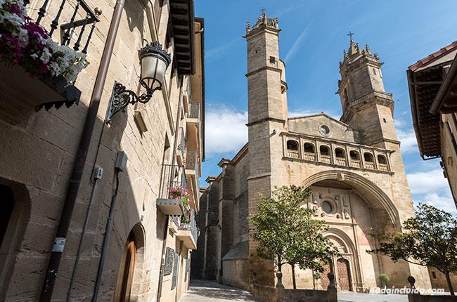 Iglesia de San Andrés en Elciego (País Vasco, España)