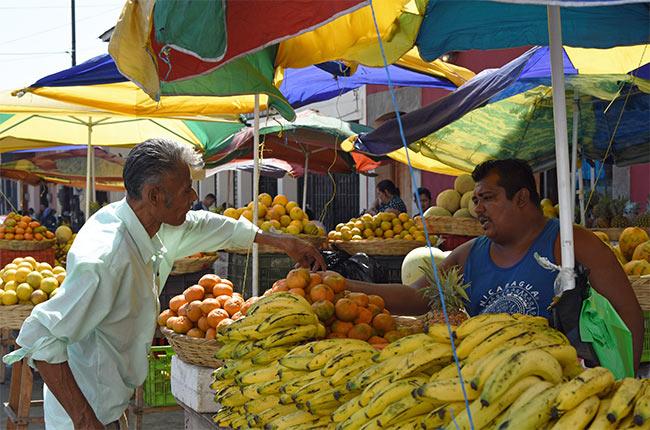 Puesto de frutas en León (Nicaragua)