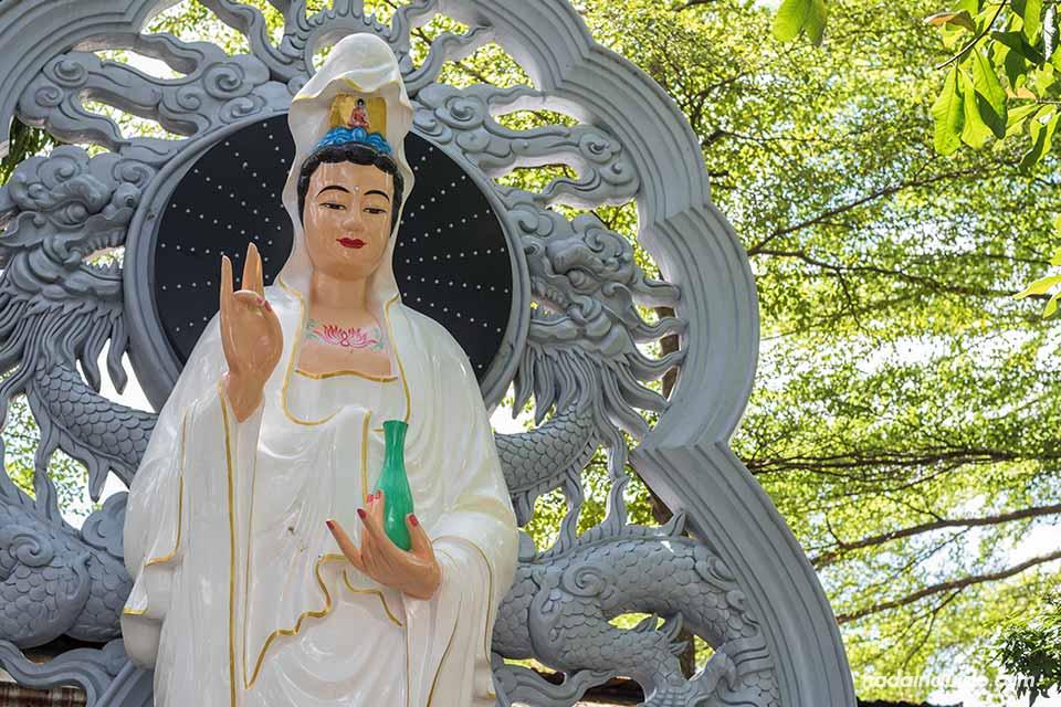 Buda mujer en la Pagoda Tuong Van (Vietnam)